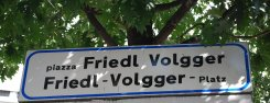 strassenschild_friedl-volgger-platz.jpg
